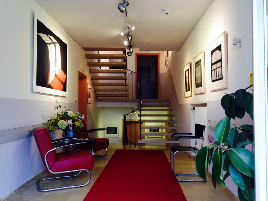 kunst tannerhof galerie im treppenhaus. Black Bedroom Furniture Sets. Home Design Ideas